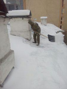 клининг крыши зимой от снежных завалов