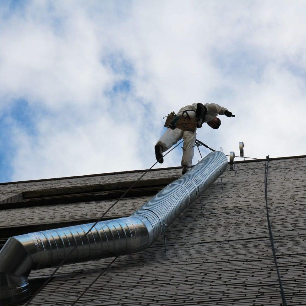 монтаж воздуховода на фасад здания
